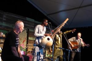 Jaaleekaay & Greg Sheehan - Woodford Folk Festival - www.beaveronthebeats.com